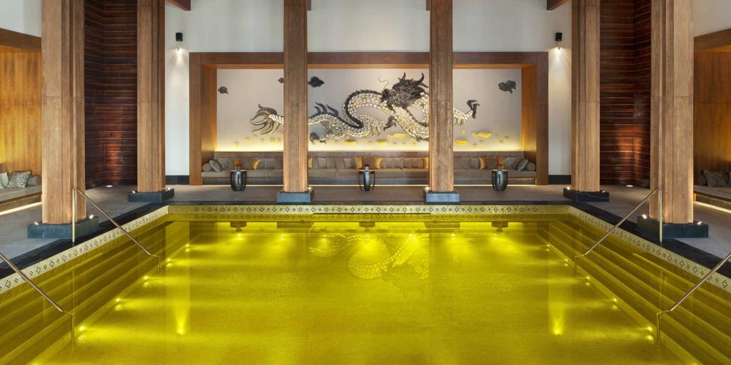 Construção de Piscinas - St. Regis Lhasa Resort