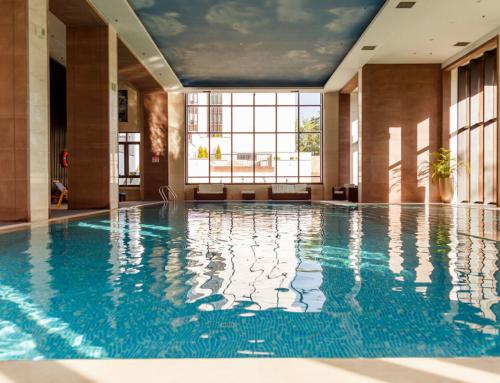 Pensa construir uma piscina indoor? Saiba tudo o que deve ter em conta!