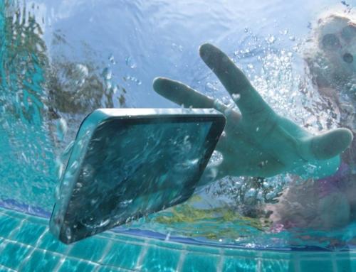 O meu telemóvel caiu na piscina, e agora?
