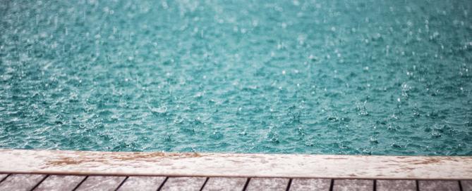 piscina-com-chuva